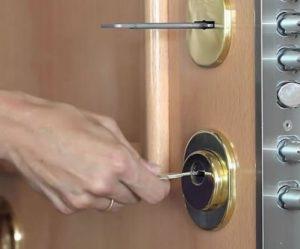 apertura de puerta blindada
